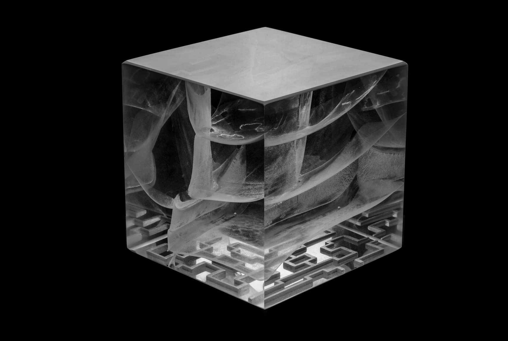 LABYRINTH | Optical glass sculpture by Anna Alsina Bardagi