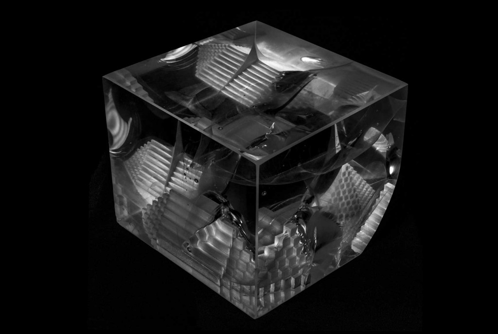 WORMHOLE | Optical glass sculpture by Anna Alsina Bardagi